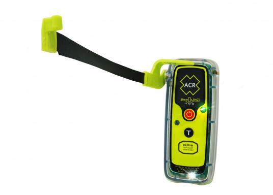 La PLB ResQLink 400 est le modèle successeur de la ResQLink+ d'ACR. Maintenant, cette PLB flottante est plus petite et plus légère qu'avant. Les boutons Test et déclenchement sont désormais séparés. Grâce à cela, l'utilisation de la balise en situation de danger est plus facile et plus claire. Les récepteurs GPS, GNSS et GALILEO augmentent la traçabilité mondiale de la ResQLink 400. (Image 6 de 6)