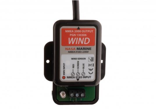 Affiche la direction du vent sur les écrans de votre réseau NMEA 2000 grâce à la girouette NASA NMEA 2000. Le système comprend une girouette-anémomètre V2 NASA (avec un câble de mât de 20m) et un convertisseur NMEA 0183 conçu spécialement pour les données vent. (Image 6 de 8)