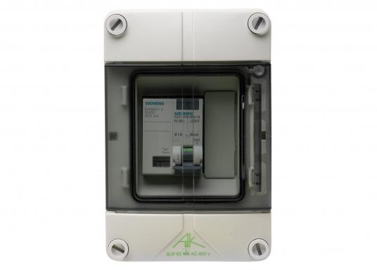 Shore connection unit with Arc Fault Detection Device (AFDD) and Circuit Breaker (RCD/RCCB) for permanent installation on the boat dock. Only with constant 230 V on-board power supply control, also suitable for use on board. (Imagen 2 de 5)