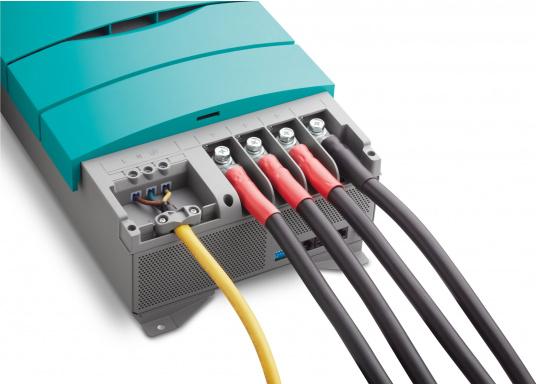 ChargeMaster PLUS CZone ist die nächste Generation der Batterieladegeräte, die zahlreiche Funktionen in einem Gerät vereint.Anzahl der Batterieausgänge: 2 + 1. Ladestrom insgesamt: 75 A. (Bild 6 von 9)