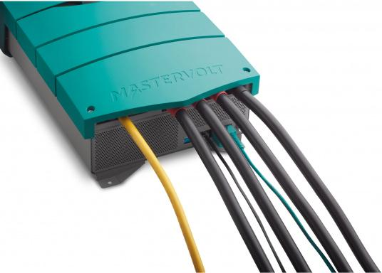 ChargeMaster PLUS CZone ist die nächste Generation der Batterieladegeräte, die zahlreiche Funktionen in einem Gerät vereint.Anzahl der Batterieausgänge: 2 + 1. Ladestrom insgesamt: 75 A. (Bild 5 von 9)