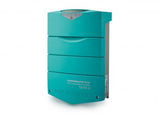 ChargeMaster PLUS CZone ist die nächste Generation der Batterieladegeräte, die zahlreiche Funktionen in einem Gerät vereint.Anzahl der Batterieausgänge: 2 + 1. Ladestrom insgesamt: 75 A. (Bild 3 von 9)