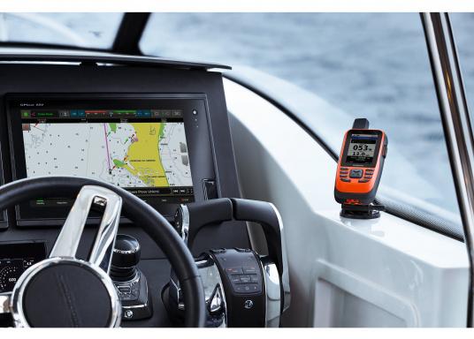 """Das GPSMAP 86i ist ein eigenständiges Backup-Navigationsgerät welches dank drahtloser Konnektivität außerdem als Erweiterung des Marinesystems dient. Das 3"""" große Display ist auch bei Sonneneinstrahlungen gut lesbar und verschaffteinen besseren Überblick und zusätzliche praktische Funktionen, wiedie Satellitenkommunikation für interaktive SOS-Notrufe. (Bild 10 von 11)"""
