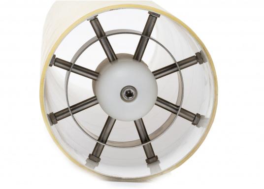 Überaus praktischer Bugstrahlruderschutz! Das Gitter schützt den Propeller sowie den Tunnel vor Beschädigungen und vermeidet zuverlässig Fehlfunktionen durch Fremdkörper.Die Installation erfolgt ohne Bohren, Schrauben oder Nieten in den Schiffsrumpf.Geeignet für Tunnel mit einem Durchmesser von 185 mm. Im Lieferumfang sind zwei Stück enthalten. (Bild 4 von 5)