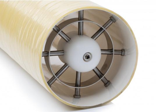 Überaus praktischer Bugstrahlruderschutz! Das Gitter schützt den Propeller sowie den Tunnel vor Beschädigungen und vermeidet zuverlässig Fehlfunktionen durch Fremdkörper.Die Installation erfolgt ohne Bohren, Schrauben oder Nieten in den Schiffsrumpf.Geeignet für Tunnel mit einem Durchmesser von 185 mm. Im Lieferumfang sind zwei Stück enthalten.