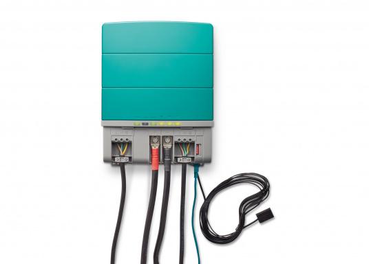 Die Mastervolt CombiMaster Serie vereint leichte Bedienung, Zuverlässigkeit und modernste Lade- sowie Netzwerktechnik. Für die leistungsstarken CombiMaster Geräte sind anspruchsvolle Anwendungen und höhe Ströme kein Problem.Dank der integrierten MasterBus-, CZone- und NMEA2000 Schnittstelle ist die CombiMaster Serie mit nahezu allen aktuellen Netzwerktechniken und Endgeräten kompatibel. (Bild 4 von 9)