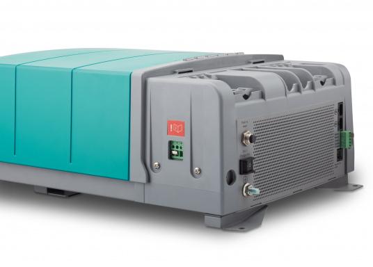Die Mastervolt CombiMaster Serie vereint leichte Bedienung, Zuverlässigkeit und modernste Lade- sowie Netzwerktechnik. Für die leistungsstarken CombiMaster Geräte sind anspruchsvolle Anwendungen und höhe Ströme kein Problem.Dank der integrierten MasterBus-, CZone- und NMEA2000 Schnittstelle ist die CombiMaster Serie mit nahezu allen aktuellen Netzwerktechniken und Endgeräten kompatibel. (Bild 7 von 9)