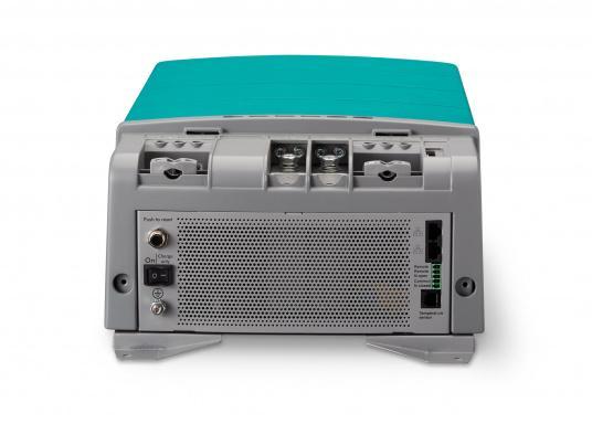 Die Mastervolt CombiMaster Serie vereint leichte Bedienung, Zuverlässigkeit und modernste Lade- sowie Netzwerktechnik. Für die leistungsstarken CombiMaster Geräte sind anspruchsvolle Anwendungen und höhe Ströme kein Problem.Dank der integrierten MasterBus-, CZone- und NMEA2000 Schnittstelle ist die CombiMaster Serie mit nahezu allen aktuellen Netzwerktechniken und Endgeräten kompatibel. (Bild 6 von 9)