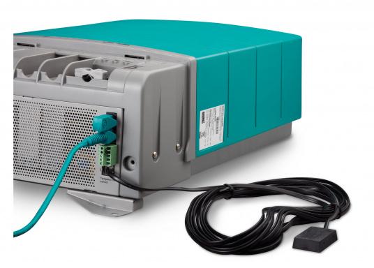La gamme CombiMaster Mastervolt associe la facilité d'utilisation et la fiabilité aux technologies de charge et de réseaux les plus modernes. La gamme CombiMaster offre des performances et un rapport qualité-prix inégalés. Grâce aux interfaces MasterBus, CZone et NMEA 2000, la gamme Mastervolt est compatible avec presque toutes les derniers technologies de réseaux et appareils. (Image 8 de 9)