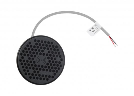 Das kompakte und wasserdichte Ladegerät SURFACE ermöglicht ein kabelloses, induktives Laden Ihres Smartphones sowohl über, als auch unter Deck. Geeignet für 12 und 24 V. Qi-Zertifiziert. (Bild 3 von 10)