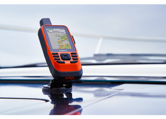 "The GPSMAP 86i is a stand-alone backup navigation device that also serves as an extension to the marine system with wireless connectivity. The 3"" display is easy to read even in sunlight and provides a better overview and additional practical functions, such as satellite communication for interactive SOS emergency calls. Delivery includes free travel charger and bag. (Image 12 of 14)"