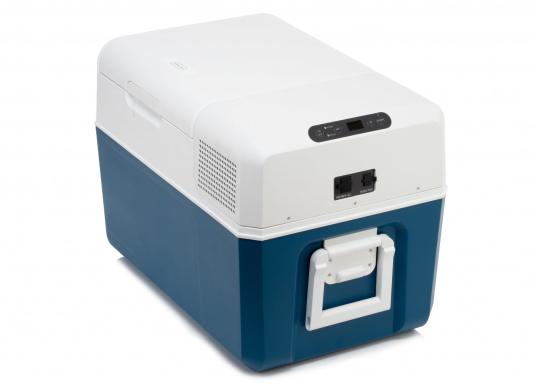 Gardez la nourriture et les boissons facilement, rapidement et sûrement disponibles avec cette glacière à compresseur compacte MCF60. Le turbo-compresseur efficace et silencieux peut gérer des températures de -10° à +10°, réglables sur un panneau de commande digital. Volume net : 58litres. (Image 3 de 9)