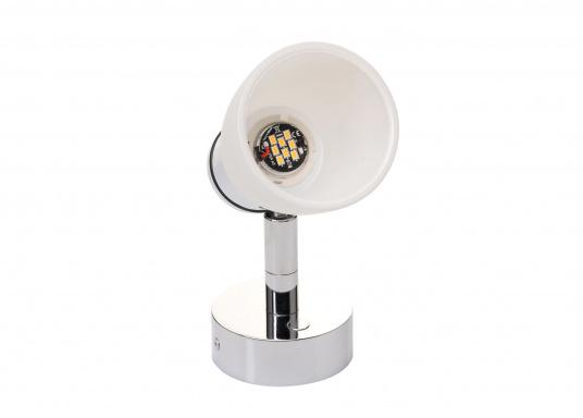 """Die hochwertige LED-Wandleuchte R1-1 von PREBIT überzeugt mit hellem und angenehm, warmweißen Licht sowie integrierter Dimmfunktion """"Dim2Warm"""" und Memoryfunktion. Farbe: chrom-glänzend mit kreideweißem Glas."""