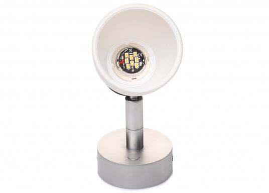 """Die hochwertige LED-Wandleuchte R1-1 von PREBIT überzeugt mit hellem und angenehm, warmweißen Licht sowie integrierter Dimmfunktion """"Dim2Warm"""" und Memoryfunktion. Farbe: chrom-matt mit kreideweißem Glas. (Bild 2 von 5)"""