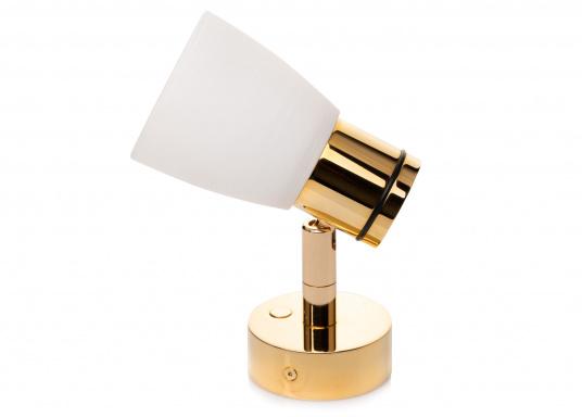"""Die hochwertige LED-Wandleuchte R1-1 von PREBIT überzeugt mit hellem und angenehm, warmweißen Licht sowie integrierter Dimmfunktion """"Dim2Warm"""" und Memoryfunktion. Farbe: gold-glänzend mit kreideweißem Glas. (Bild 2 von 5)"""