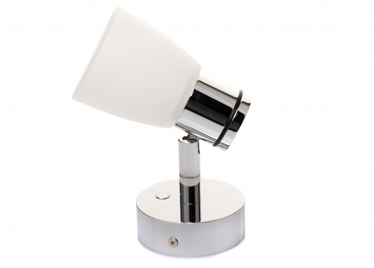 """Die hochwertige LED-Wandleuchte R1-1 von PREBIT überzeugt mit hellem und angenehm, warmweißen Licht sowie integrierter Dimmfunktion """"Dim2Warm"""", Memoryfunktion und USB-Ladebuchse. Farbe: chrom-glänzend mit satiniert-weißem Glas. (Bild 4 von 7)"""