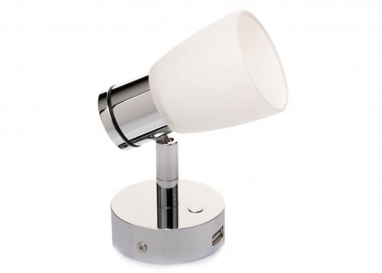 """Die hochwertige LED-Wandleuchte R1-1 von PREBIT überzeugt mit hellem und angenehm, warmweißen Licht sowie integrierter Dimmfunktion """"Dim2Warm"""", Memoryfunktion und USB-Ladebuchse. Farbe: chrom-glänzend mit satiniert-weißem Glas. (Bild 5 von 7)"""