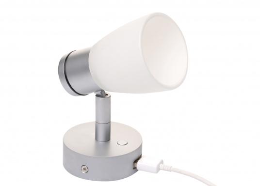 """Die hochwertige LED-Anbauleuchte R1-1 von PREBIT überzeugt mit hellem und angenehm, warmweißen Licht sowie integrierter Dimmfunktion """"Dim2Warm"""", Memoryfunktion und USB-Ladebuchse. Farbe: chrom-matt mit satiniert-weißem Glas."""