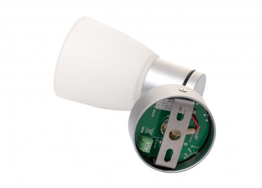"""Die hochwertige LED-Anbauleuchte R1-1 von PREBIT überzeugt mit hellem und angenehm, warmweißen Licht sowie integrierter Dimmfunktion """"Dim2Warm"""", Memoryfunktion und USB-Ladebuchse. Farbe: chrom-matt mit satiniert-weißem Glas. (Bild 4 von 5)"""