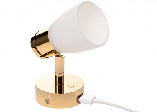 """Die hochwertige LED-Anbauleuchte R1-1 von PREBIT überzeugt mit hellem und angenehm, warmweißen Licht sowie integrierter Dimmfunktion """"Dim2Warm"""", Memoryfunktion und USB-Ladebuchse. Farbe: gold-glänzend mit satiniert-weißem Glas."""