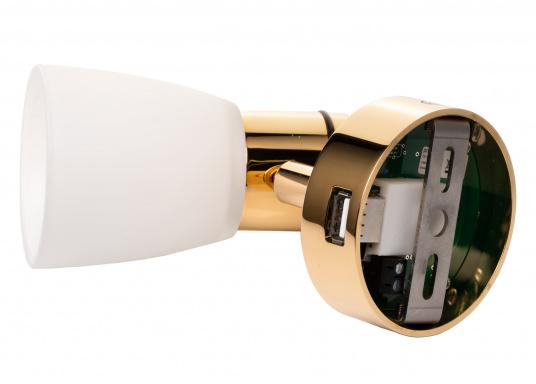 """Die hochwertige LED-Anbauleuchte R1-1 von PREBIT überzeugt mit hellem und angenehm, warmweißen Licht sowie integrierter Dimmfunktion """"Dim2Warm"""", Memoryfunktion und USB-Ladebuchse. Farbe: gold-glänzend mit satiniert-weißem Glas. (Bild 4 von 5)"""