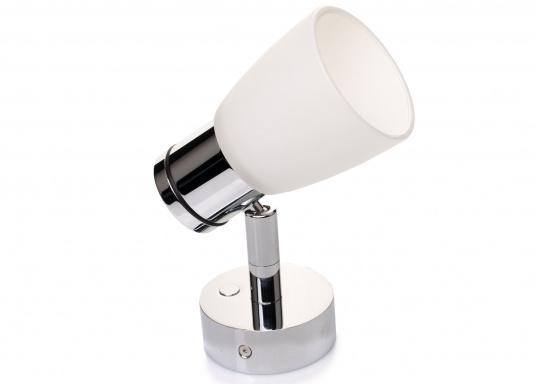 """Die hochwertige LED-Wandleuchte R1-1 von PREBIT überzeugt mit hellem und angenehm, warmweißen Licht sowie integrierter Dimmfunktion """"Dim2Warm"""" und Memoryfunktion. Farbe: chrom-glänzend mit satiniert-weißem Glas."""