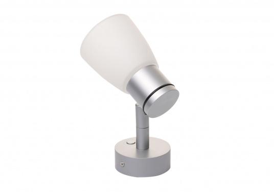 """Die hochwertige LED-Wandleuchte R1-1 von PREBIT überzeugt mit hellem und angenehm, warmweißen Licht sowie integrierter Dimmfunktion """"Dim2Warm"""" und Memoryfunktion. Farbe: chrom-matt mit satiniert-weißem Glas. (Bild 2 von 5)"""