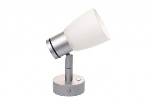 """Die hochwertige LED-Wandleuchte R1-1 von PREBIT überzeugt mit hellem und angenehm, warmweißen Licht sowie integrierter Dimmfunktion """"Dim2Warm"""" und Memoryfunktion. Farbe: chrom-matt mit satiniert-weißem Glas."""