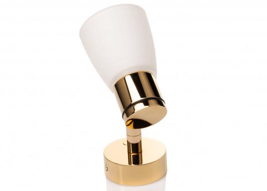 """Die hochwertige LED-Wandleuchte R1-1 von PREBIT überzeugt mit hellem und angenehm, warmweißen Licht sowie integrierter Dimmfunktion """"Dim2Warm"""" und Memoryfunktion. Farbe: gold-glänzend mit satiniert-weißem Glas. (Bild 2 von 5)"""