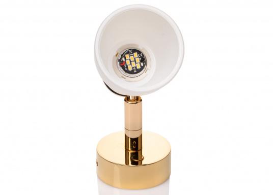 """Die hochwertige LED-Wandleuchte R1-1 von PREBIT überzeugt mit hellem und angenehm, warmweißen Licht sowie integrierter Dimmfunktion """"Dim2Warm"""" und Memoryfunktion. Farbe: gold-glänzend mit satiniert-weißem Glas. (Bild 3 von 5)"""