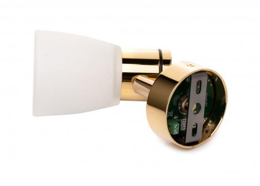 """Die hochwertige LED-Wandleuchte R1-1 von PREBIT überzeugt mit hellem und angenehm, warmweißen Licht sowie integrierter Dimmfunktion """"Dim2Warm"""" und Memoryfunktion. Farbe: gold-glänzend mit satiniert-weißem Glas. (Bild 4 von 5)"""