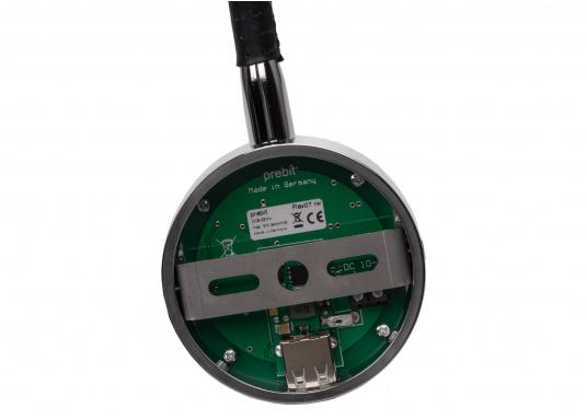 Die formschöne LED-Flexleuchte 07-1 von PREBIT lässt sich stufenlos dimmen, speichert die zuletzt vorgenommene Lichteinstellung, verfügt über eine integrierte USB-Ladebuchse und erzeugt ein angenehmes, warmweißes Licht. Oberfläche: chrom-glänzend mit schwarzem Lederüberzug. (Bild 5 von 5)