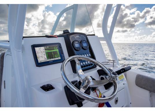 """Der Kartenplotter ECHOMAP 62cv UHDinkl. GT24-UHD-TM-Geberist auch bei Sonneneinstrahlung gut lesbar. Ausgestattet mit einem 6"""" Touchscreen und einem Haltebügel mit Schnellentriegelung. Der im Lieferumfang enthaltene Geber liefert per Ultra-HD ClearVü ein gestochen scharfes Bild sowie traditionelle High-Wide CHIRP Echolotbilder mit weiteren detailgenauen Unterwasserstrukturen. (Bild 11 von 12)"""
