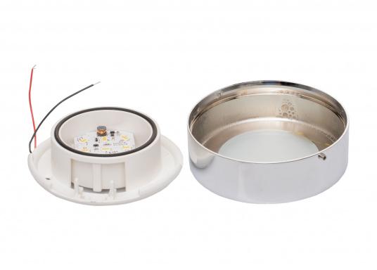 Die LED-AufbauleuchteASTERION Cist dank des modernen Designs ein richtiger Hingucker. Sie sieht nicht nur schick aus, sondern erzeugt auch mit ihrer warmweißen Lichtfarbe eine angenehme Atmosphäre. Ein- und Ausschalten können Sie die Lampe mit dem Schalter an der Seite. Ebenfalls bietet diese spezielle Leuchte eine einfache Montage sowie ein robustes Gehäuse aus verchromtem Messing. (Bild 4 von 4)