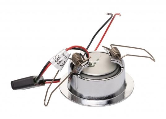 Die LED-Innenbauleuchte PHOENIX B ist dank des modernen Designs ein richtiger Hingucker. Sie sieht nicht nur schick aus, sondern erzeugt auch mit ihrer warmweißen Lichtfarbe eine angenehme Atmosphäre. Mit ihrer Schwenkfunktion lässt sich das Licht individuell verstellen. Ebenfalls bietet diese spezielle Leuchte eine einfache Montage sowie ein robustes Gehäuse aus verchromtem Messing. (Bild 3 von 3)