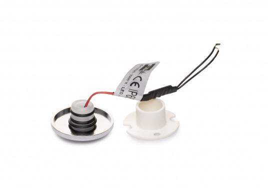 Die LED-EinbauleuchtePYXIS-Rist dank ihrem modernen Design ein richtiger Hingucker. Sie sieht nicht nur schick aus, sondern erzeugt auch mit ihrer warmweißen Lichtfarbe eine angenehme Atmosphäre. Ebenfalls bietet diese spezielle Leuchte eine einfache Montage sowie ein robustes Gehäuse aus verchromtem Messing. (Bild 3 von 3)