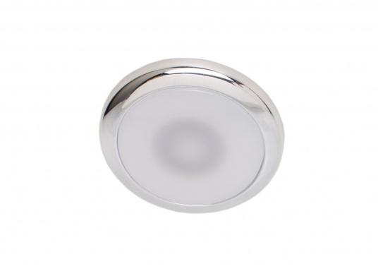Die LED-EinbauleuchtePYXIS-Rist dank ihrem modernen Design ein richtiger Hingucker. Sie sieht nicht nur schick aus, sondern erzeugt auch mit ihrer warmweißen Lichtfarbe eine angenehme Atmosphäre. Ebenfalls bietet diese spezielle Leuchte eine einfache Montage sowie ein robustes Gehäuse aus verchromtem Messing. (Bild 2 von 3)
