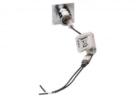 Die LED-Einbauleuchte APUS S ist dank des modernen Designs ein richtiger Hingucker. Sie sieht nicht nur schick aus, sondern erzeugt auch mit ihrer warmweißen Lichtfarbe eine angenehme Atmosphäre. Ebenfalls bietet diese spezielle Leuchte eine einfache Montage sowie ein robustes Gehäuse aus verchromtem Messing. (Bild 3 von 3)