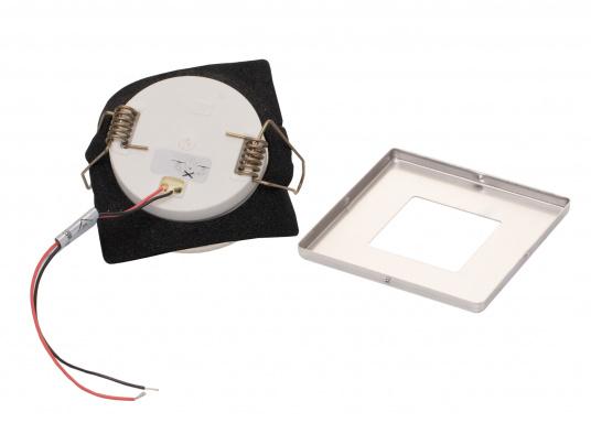 Die LED-Einbauleuchte THABIT Q ist dank des modernen Designs ein richtiger Hingucker. Sie sieht nicht nur schick aus, sondern erzeugt auch mit ihrer warmweißen Lichtfarbe eine angenehme Atmosphäre. Ebenfalls bietet diese spezielle Leuchte eine einfache Montage sowie ein robustes Gehäuse aus Edelstahl. (Bild 2 von 4)