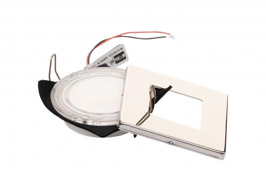 Die LED-Einbauleuchte THABIT Q ist dank des modernen Designs ein richtiger Hingucker. Sie sieht nicht nur schick aus, sondern erzeugt auch mit ihrer warmweißen Lichtfarbe eine angenehme Atmosphäre. Ebenfalls bietet diese spezielle Leuchte eine einfache Montage sowie ein robustes Gehäuse aus Edelstahl. (Bild 3 von 4)