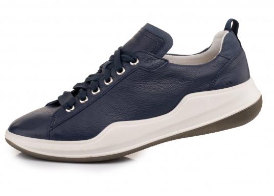 Unvergleichlicher Fashion Sneaker, gefertigt aus hochwertigem Nappaleder. Das sportliche Design und die zweifarbige Sohle in Kombination mit der geschäumten Zwischensohle machen den MARLA 04 zu einem erstklassigen Segelschuh. So wird die nächste Saison auf dem Wasser garantiert komfortabel und modisch zugleich.