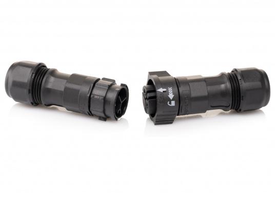 Der 2-polige X-Lok Schnellverbinder lässt sich dank seiner Push & Lock Mechanik schnell verbinden und lösen. Das Einrasten der Steckverbindung wird durch ein hörbares klicken quittiert, so lässt sich der korrekte Sitzt der Verbindung auch bei schwerzugänglichen Montageorten kontrollieren. (Bild 3 von 7)