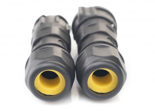 Der 3-polige X-Lok Schnellverbinder lässt sich dank seiner Push & Lock Mechanik schnell verbinden und lösen. Das Einrasten der Steckverbindung wird durch ein hörbares klicken quittiert, so lässt sich der korrekte Sitzt der Verbindung auch bei schwerzugänglichen Montageorten kontrollieren. (Bild 9 von 13)