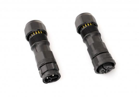 Der 3-polige X-Lok Schnellverbinder lässt sich dank seiner Push & Lock Mechanik schnell verbinden und lösen. Das Einrasten der Steckverbindung wird durch ein hörbares klicken quittiert, so lässt sich der korrekte Sitzt der Verbindung auch bei schwerzugänglichen Montageorten kontrollieren. (Bild 5 von 13)