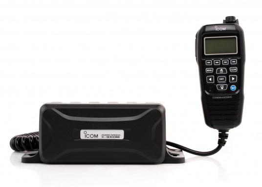 Black Box Transceiver - wenn es auf den Platz ankommt. Das UKW-Marinefunkgerät IC-M400BBE ist eine äußerst platzsparende Lösung, da sämtliche Funktionen über das mitgelieferte Handbedienteilgesteuert werden. Im Lieferumfang ist eine externe GPS-Antenne enthalten.