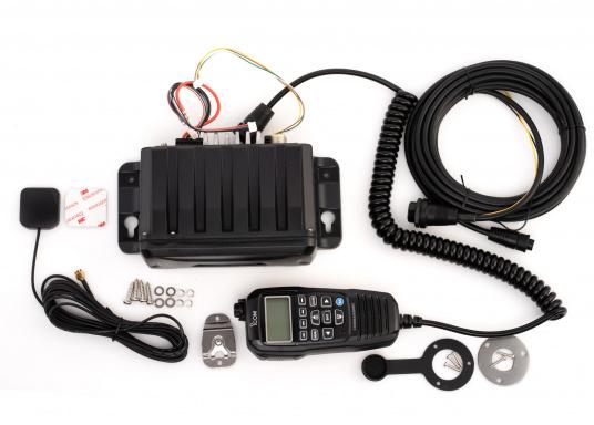 Black Box Transceiver - wenn es auf den Platz ankommt. Das UKW-Marinefunkgerät IC-M400BBE ist eine äußerst platzsparende Lösung, da sämtliche Funktionen über das mitgelieferte Handbedienteilgesteuert werden. Im Lieferumfang ist eine externe GPS-Antenne enthalten. (Bild 5 von 5)