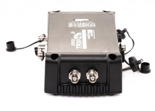 Der Class B AIS-Sender/Empfänger easyTRX3 von Weatherdock überzeugt mit neusten Innovationen: 5 W Sendeleistung, schnellere Übertragungsrate der AIS Protokolle und SOTDMA-Technologie. Der AIS-Transceiver besteht aus einem robusten, kompakten und wasserdichten Gehäuse und gewährleistet, dass permanent parallel auf beiden AIS-Frequenzen gesendet und empfangen wird. Das Gerät verfügt über einen integrierten Splitter, einer integrierten GPS- und WiFi-Antenne, ein DVBT-Modul und DAB-Empfänger. (Bild 5 von 7)