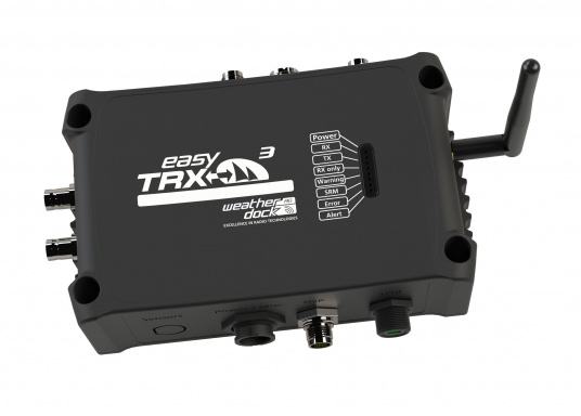 Der Class B AIS-Sender/Empfänger easyTRX3 von Weatherdock überzeugt mit neusten Innovationen: 5 W Sendeleistung, schnellere Übertragungsrate der AIS Protokolle und SOTDMA-Technologie. Der AIS-Transceiver besteht aus einem robusten, kompakten und wasserdichten Gehäuse und gewährleistet, dass permanent parallel auf beiden AIS-Frequenzen gesendet und empfangen wird. Das Gerät verfügt über einen integrierten Splitter, einer integrierten GPS- und WiFi-Antenne, ein DVBT-Modul und DAB-Empfänger.