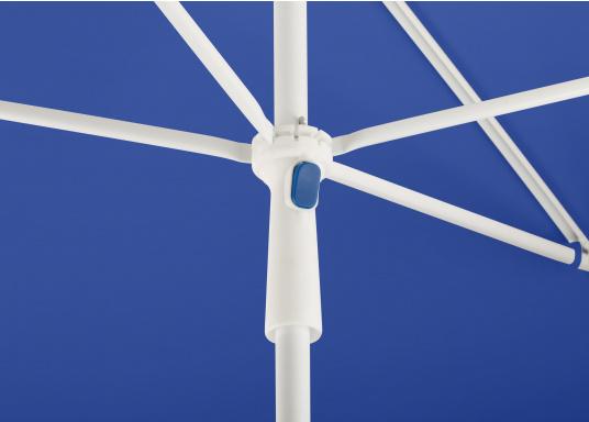 Sonnenschirm mit pulverbeschichtetem, weißem Stahl-Gestell. Der Stock hat einen Durchmesser von 22 mm, einen Metallknicker und einen Drehfeststeller. Abmessungen: 180 x 120 cm. (Bild 4 von 6)