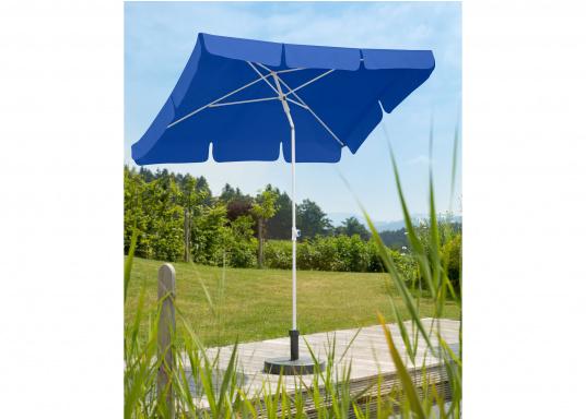 Sonnenschirm mit pulverbeschichtetem, weißem Stahl-Gestell. Der Stock hat einen Durchmesser von 22 mm, einen Metallknicker und einen Drehfeststeller. Abmessungen: 180 x 120 cm. (Bild 6 von 6)